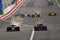 Romain Grosjean, Haas F1 Team VF-18 en Pierre Gasly, Scuderia Toro Rosso STR13
