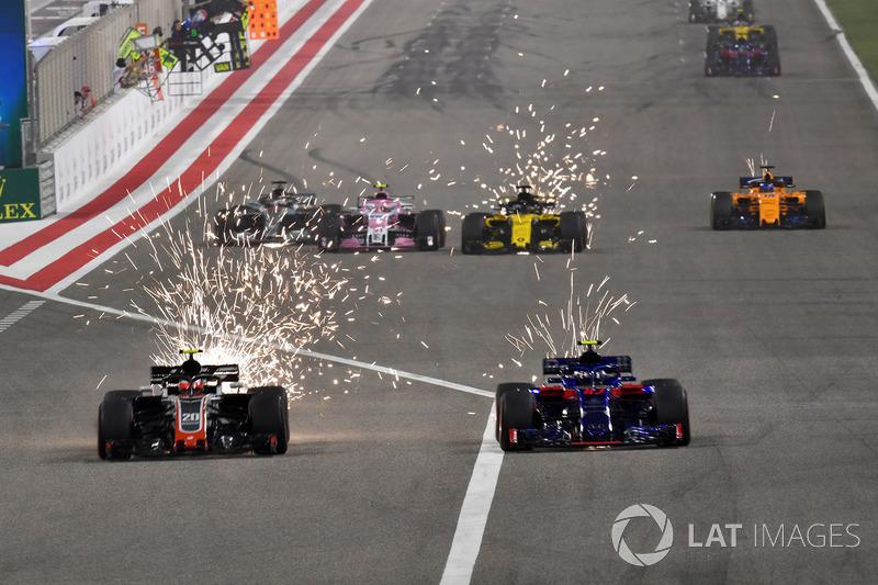 Romain Grosjean, Haas F1 Team VF-18 and Pierre Gasly, Scuderia Toro Rosso STR13 battle
