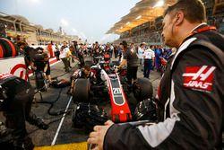 Kevin Magnussen, Haas F1 Team VF-18 Ferrari, sur la grille