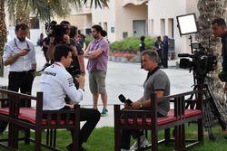 Toto Wolff, Mercedes AMG F1 Director de Motorsport y Jean Alesi