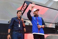 Will Buxton, et Pierre Gasly, Scuderia Toro Rosso dans la Fanzone