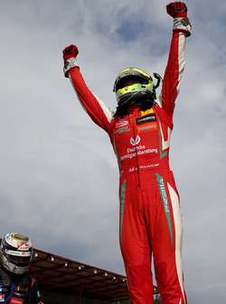 Yarış galibi Mick Schumacher, PREMA Theodore Racing Dallara F317 - Mercedes-Benz