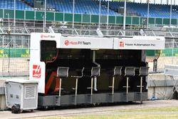Haas F1 pit wall gantry