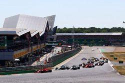 Start of the race, Sebastian Vettel, Ferrari SF71H leads