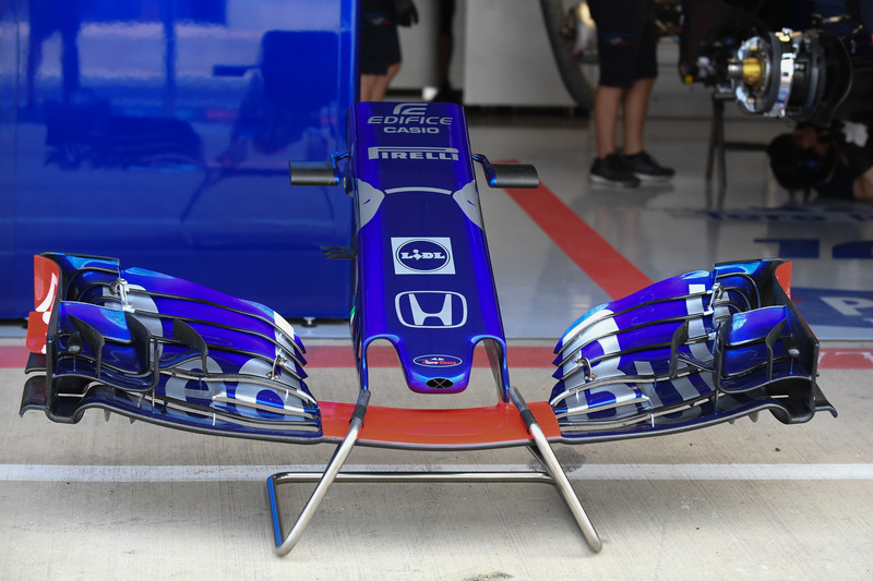 Scuderia Toro Rosso STR13 front wing and nose cone