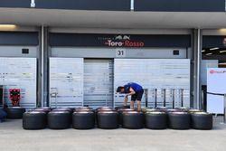 Mecánico de Scuderia Toro Rosso