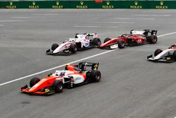 Maximilian Gunther, BWT Arden and Louis Deletraz, Charouz Racing System collide on the opening lap
