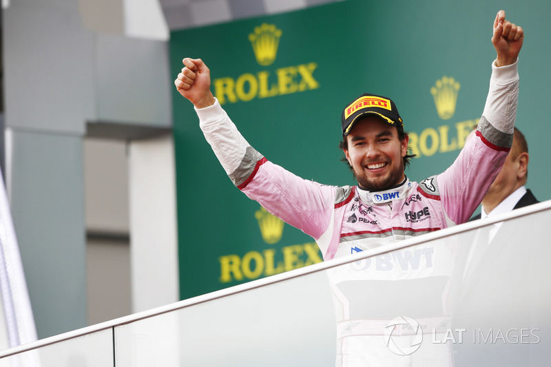 Sergio Perez, Force India, celebra en el podio