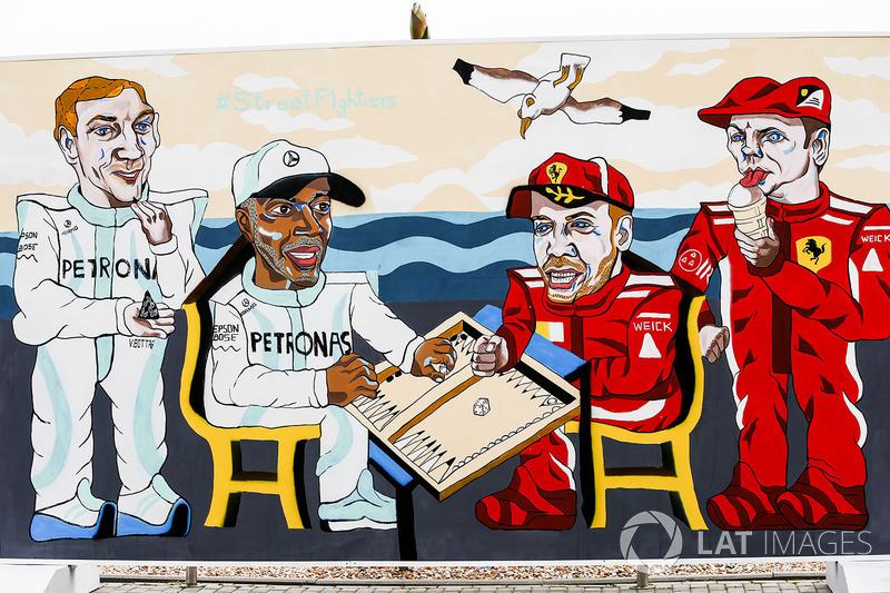 Obra que representa a Valtteri Bottas, Mercedes AMG F1, Lewis Hamilton, Mercedes AMG F1, Sebastian Vettel, Ferrari y Kimi Raikkonen, Ferrari, jugando al backgammon