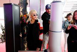 Christina Aguilera arrive dans le paddock
