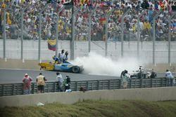 Fernando Alonso, Renault Renault F1 Team R23, crash