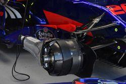 Scuderia Toro Rosso STR12, dettaglio del cestello del freno anteriore