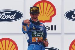 Podio: il vincitore della gara Michael Schumacher, Benetton