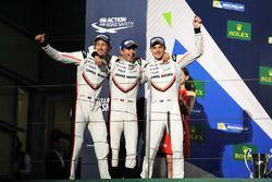 Podium : deuxième place Timo Bernhard, Earl Bamber, Brendon Hartley, Porsche Team
