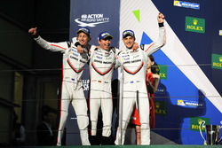 Podium : deuxième place Timo Bernhard, Earl Bamber, Brendon Hartley, Porsche Team