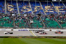 Tyler Reddick, Chip Ganassi Racing Chevrolet leads the field