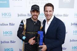 Le poleman Jean-Eric Vergne, Techeetah, reçoit le trophée de la pole position