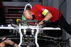 Mecánica de trabajo en el garaje de Audi