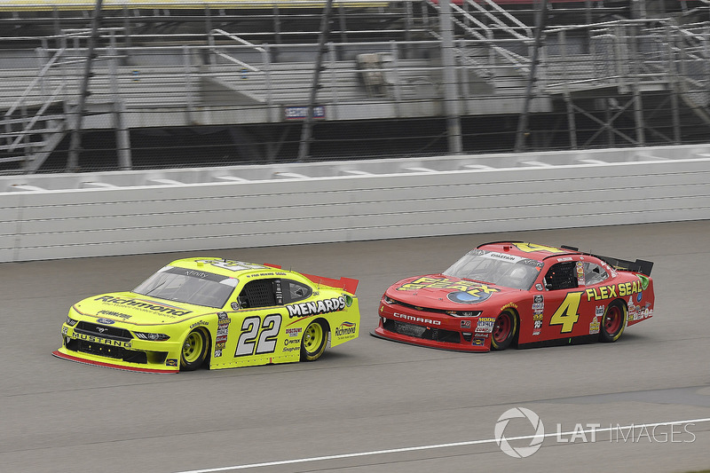 Paul Menard, Team Penske, Ford Mustang Menards/Richmond and Ross Chastain, JD Motorsports, Chevrolet Camaro