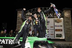 Podio: i vincitori Pipo Derani, Johannes van Overbeek, Nicolas Lapierre, Tequila Patron ESM Nissan