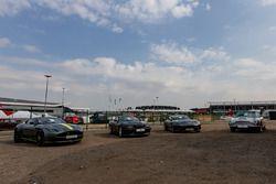Classic Aston Martins en exhibición