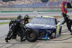 Jimmie Johnson, Hendrick Motorsports, Chevrolet Camaro Lowe's / Jimmie Johnson Foundation pit stop