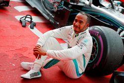 Ganador dela carrera Lewis Hamilton, Mercedes AMG F1, celebra en parc ferme