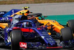 Pierre Gasly, Toro Rosso STR13, leads Stoffel Vandoorne, McLaren MCL33