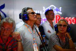 Dr. Mario Theissen bezoekt de Toro Rosso garage