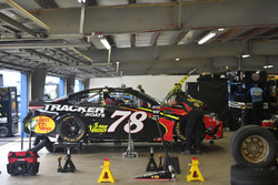 Martin Truex Jr., Furniture Row Racing, Toyota Camry 5-hour ENERGY/Bass Pro Shops, crew members