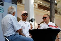 Lewis Hamilton, Mercedes AMG F1,en Valtteri Bottas, Mercedes AMG F1, op het podium