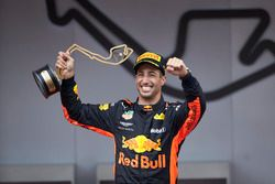 Race winner Daniel Ricciardo, Red Bull Racing, with his trophy