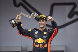 Race winner Daniel Ricciardo, Red Bull Racing, with his trophy