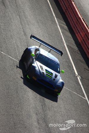 Yarış galibi #76 R-Motorsport Aston Martin V12 Vantage: Nicki Thiim, Jake Dennis, Matthieu Vaxivière