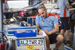 Hyundai Motorsport team área mecánico