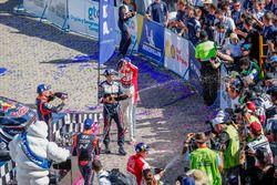 Podium: Sébastien Ogier, M-Sport Ford WRT, Kris Meeke, Citroën World Rally Team, Dani Sordo, Hyundai