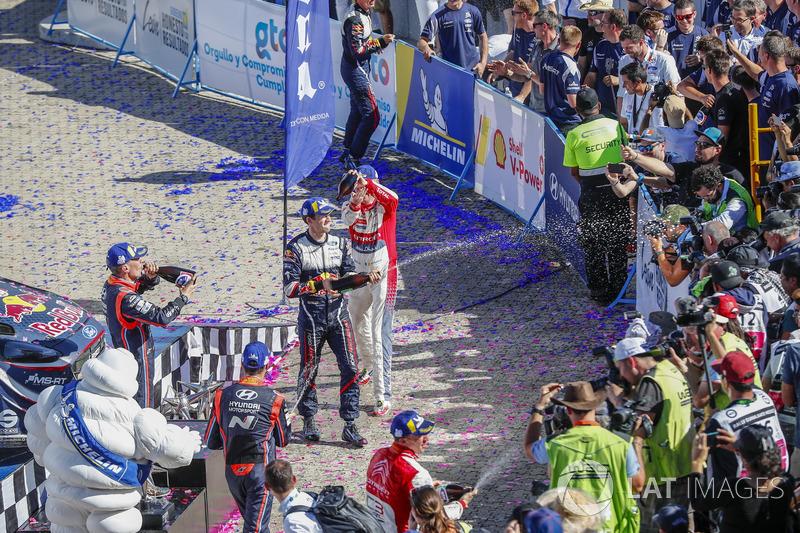 Podio: Sébastien Ogier, M-Sport Ford WRT, Kris Meeke, Citroën World Rally Team, Dani Sordo, Hyundai Motorsport