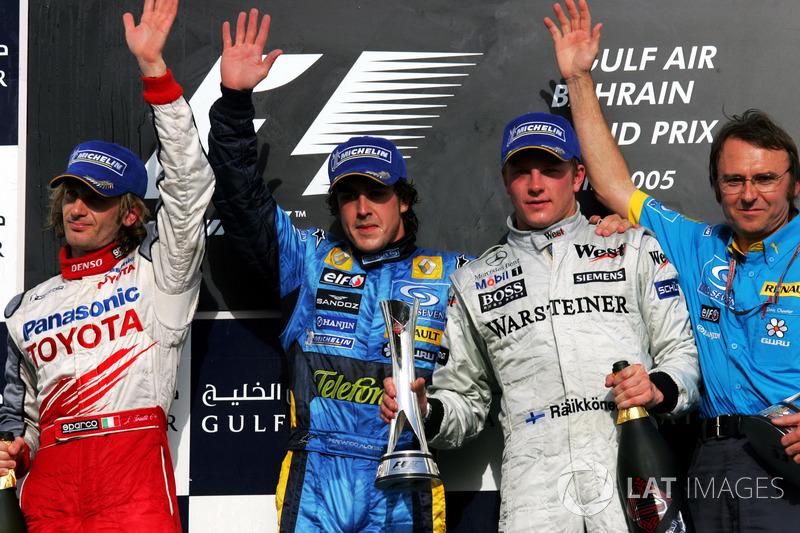 Podium: tweede Jarno Trulli, Toyota, winnaar Fernando Alonso, Renault F1 Team, derde Kimi Raikkonen,