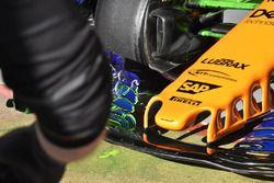Aileron avant de la McLaren MCL33 avec de la peinture flow-viz