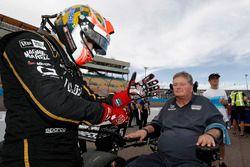 Гонщик Schmidt Peterson Motorsports Honda Джеймс Хинчклифф и Сэм Шмидт