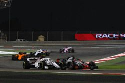 Charles Leclerc, Sauber C37 and Kevin Magnussen, Haas F1 Team VF-18 battle