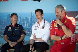 Christian Horner, director del equipo, Red Bull Racing, Toto Wolff, director ejecutivo (negocios), M