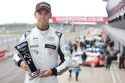 Yarış galibi Dan Lloyd, West Coast Racing VW Golf