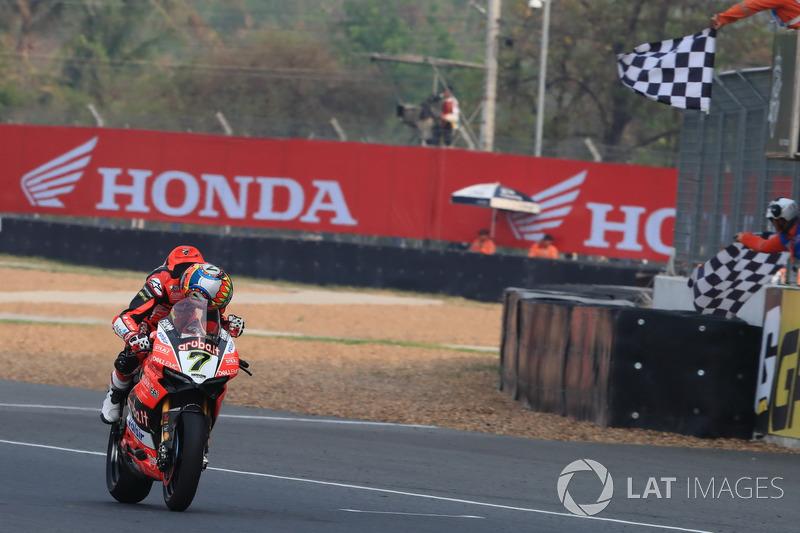 Картатий прапор для переможця гонки Чаза Девіса, Aruba.it Racing-Ducati SBK Team