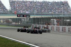 Mark Webber, Red Bull Racing RB8, Sebastian Vettel, Red Bull Racing RB8 en Lewis Hamilton, McLaren M