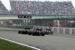 Mark Webber, Red Bull Racing RB8, Sebastian Vettel, Red Bull Racing RB8 y Lewis Hamilton, McLaren MP