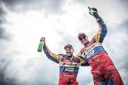 Gustavo Gugelmin e Reinaldo Varela comemoram o título do Dakar 2018