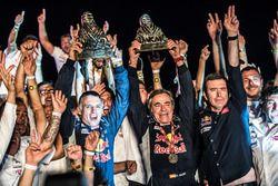 Winner #303 Peugeot Sport Peugeot 3008 DKR: Carlos Sainz, Lucas Cruz