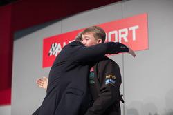 Nigel Mansell en Billy Monger op de Autosport Stage met Henry Hope-Frost