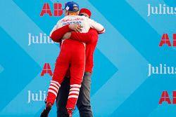 Yarış galibi Felix Rosenqvist, Mahindra Racing, Dilbagh Gill, CEO, Takım patronu, Mahindra Racing